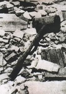 Mazza di legno utilizzata nel campo di Jasenovac per frantumare il cranio dei prigionieri