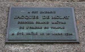 Targa che comemmora la morte al rogo del Gran Maestro Jacques De Molay nel 1314
