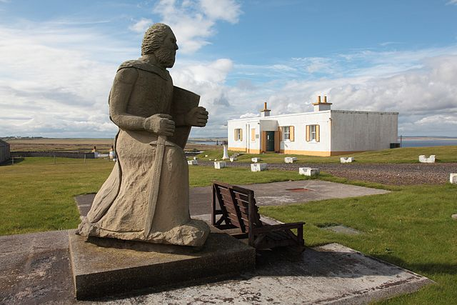 Statue of Henry St Clair at Noss Head (CC BY-SA 2.0)
